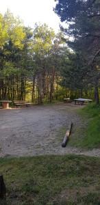 Notre terrain de pétanque avec table ping-pong en accès libre